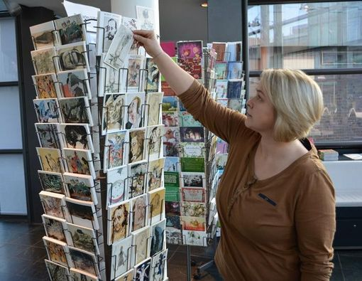 There's art postcards and more in the museum shop. Photo: Horst-Janssen-Museum