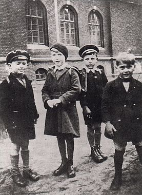 Horst (second from left) in elementary school. photographer unknown