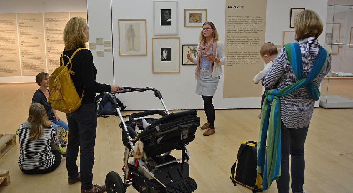 Mothers with babies and prams at an art with child guidance. Picture: Horst-Janssen-Museum